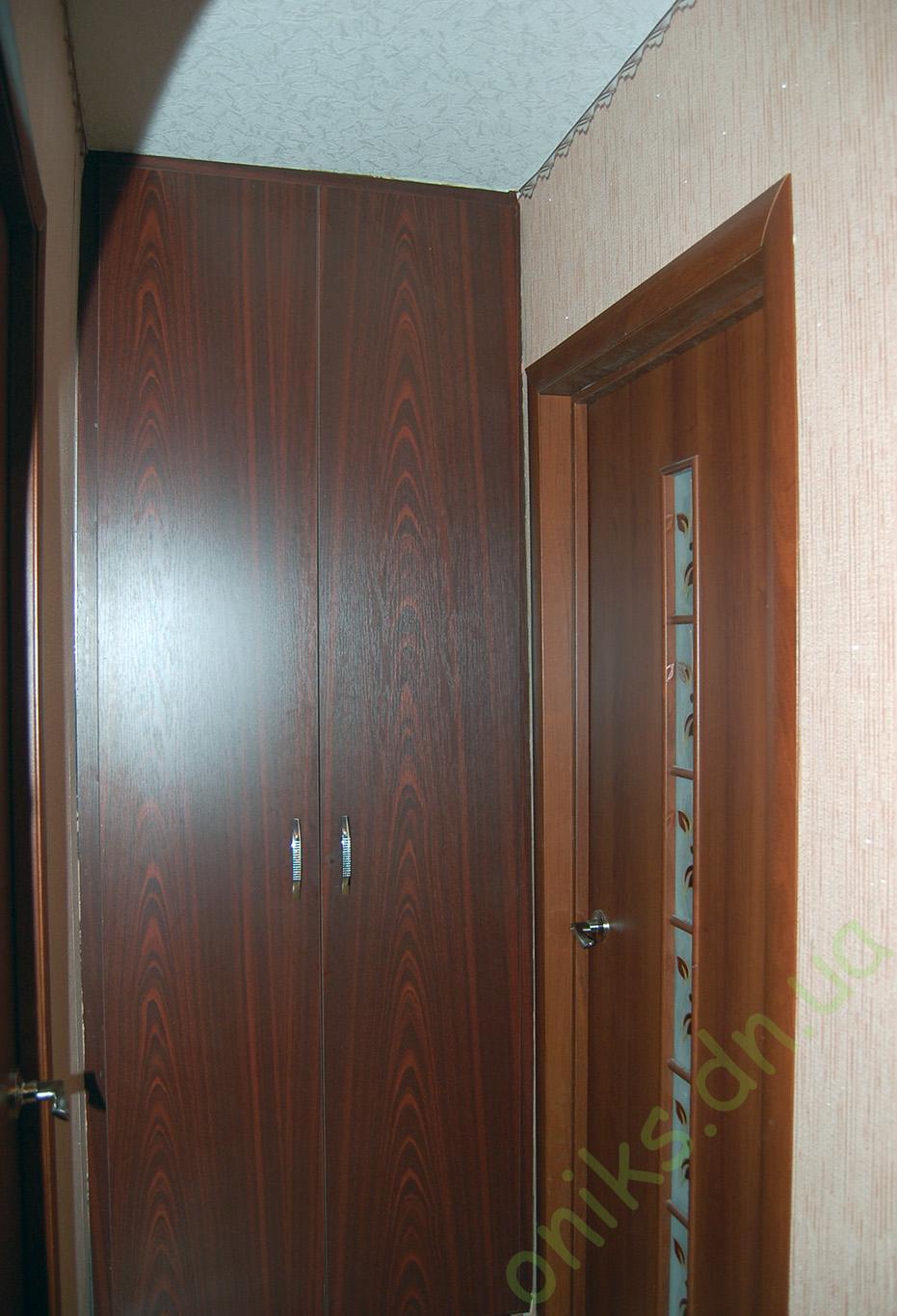 Купить распашной встроенный шкаф в Донецке