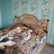 Двуспальная деревянная кровать в Донецке