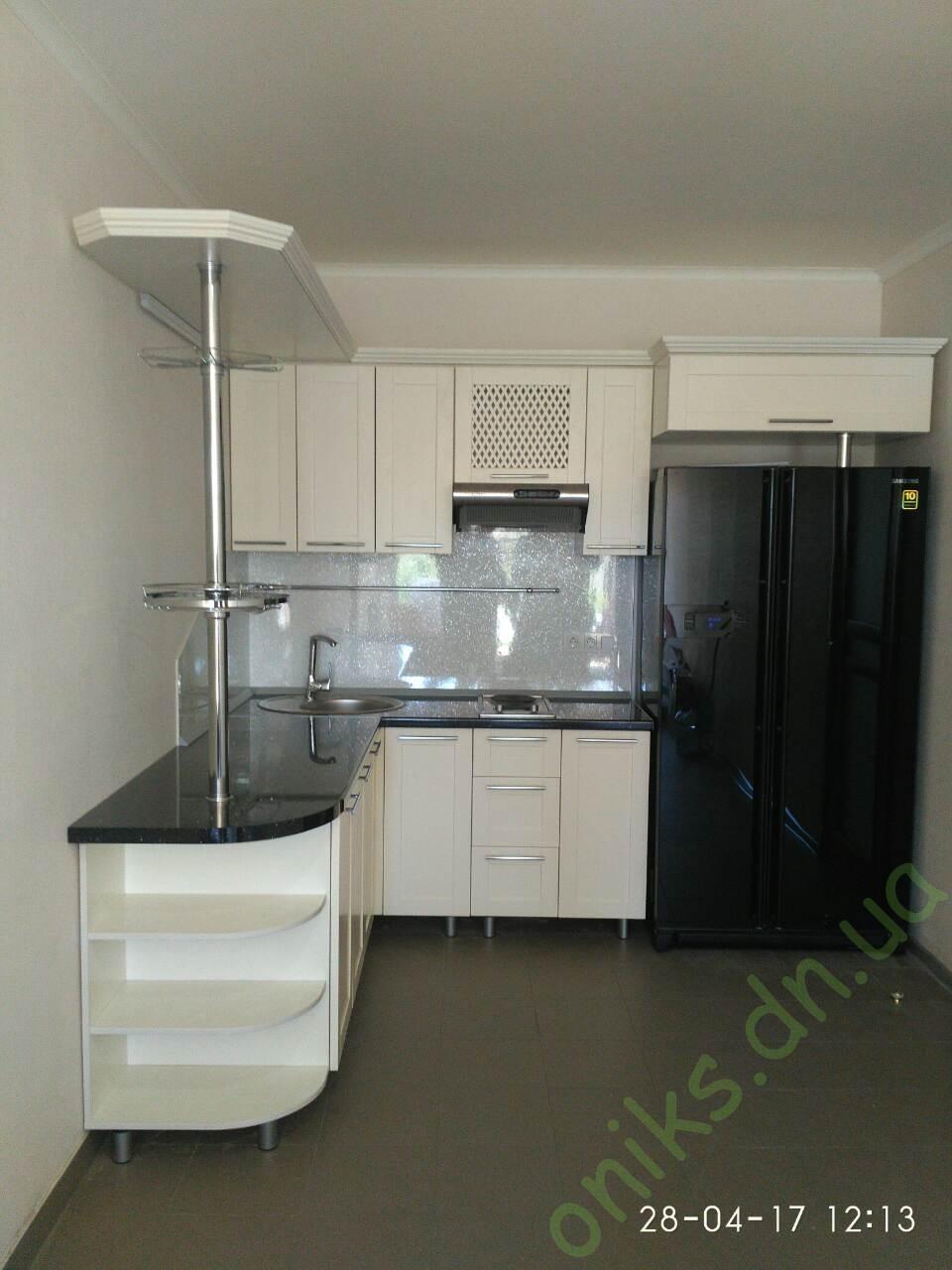 Купить встраиваемую угловую кухню с деревянными фасадами в Донецке