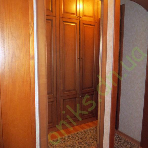 Купить настенное зеркало с деревянной рамкой в Донецке