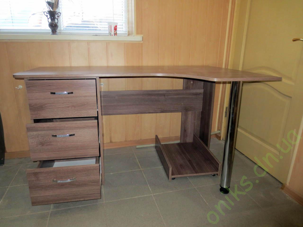 Угловой однотумбовый компьютерный стол на заказ в Донецке