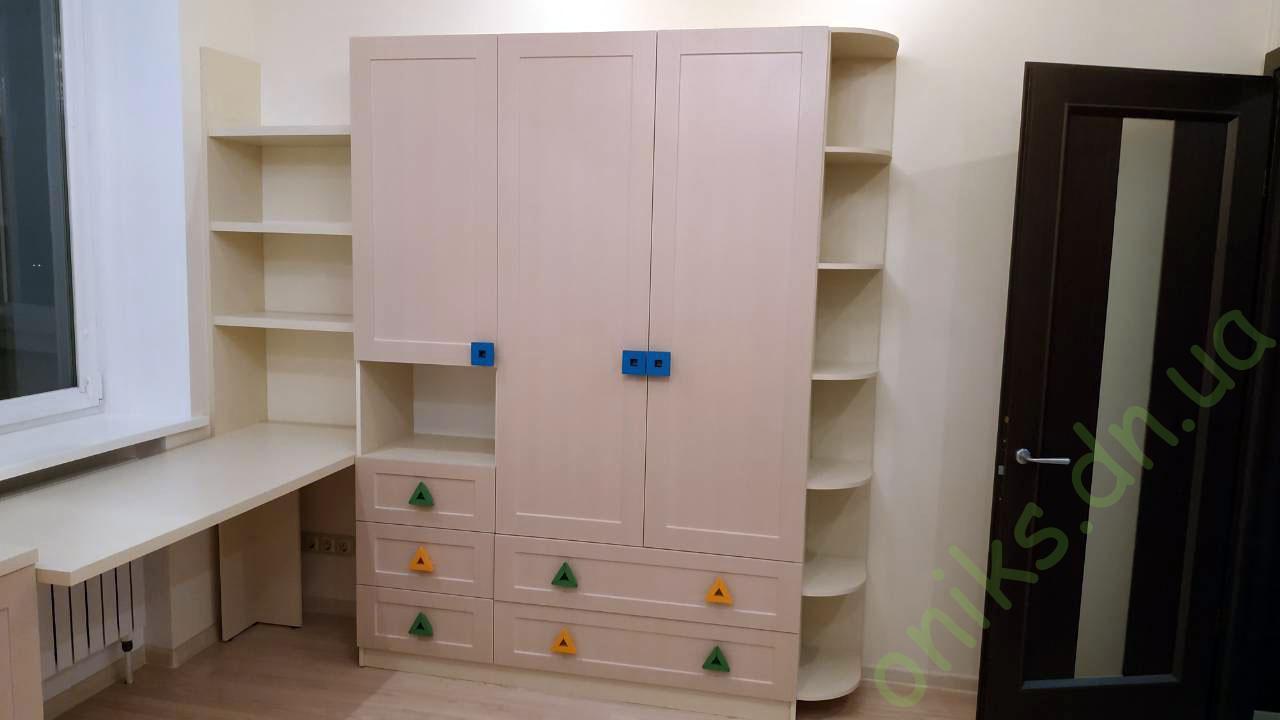 Трехдверный шкаф со столом и тумбой Донецк