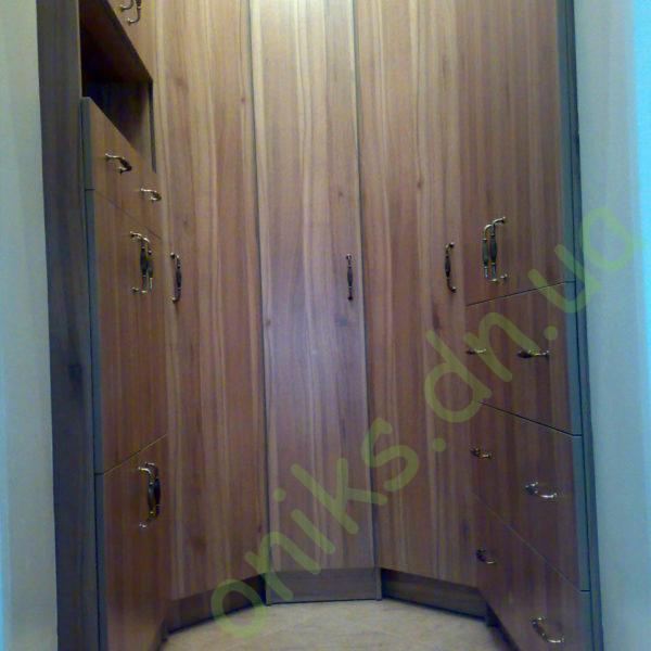 Купить гардеробную комнату с распашными фасадами в Донецке