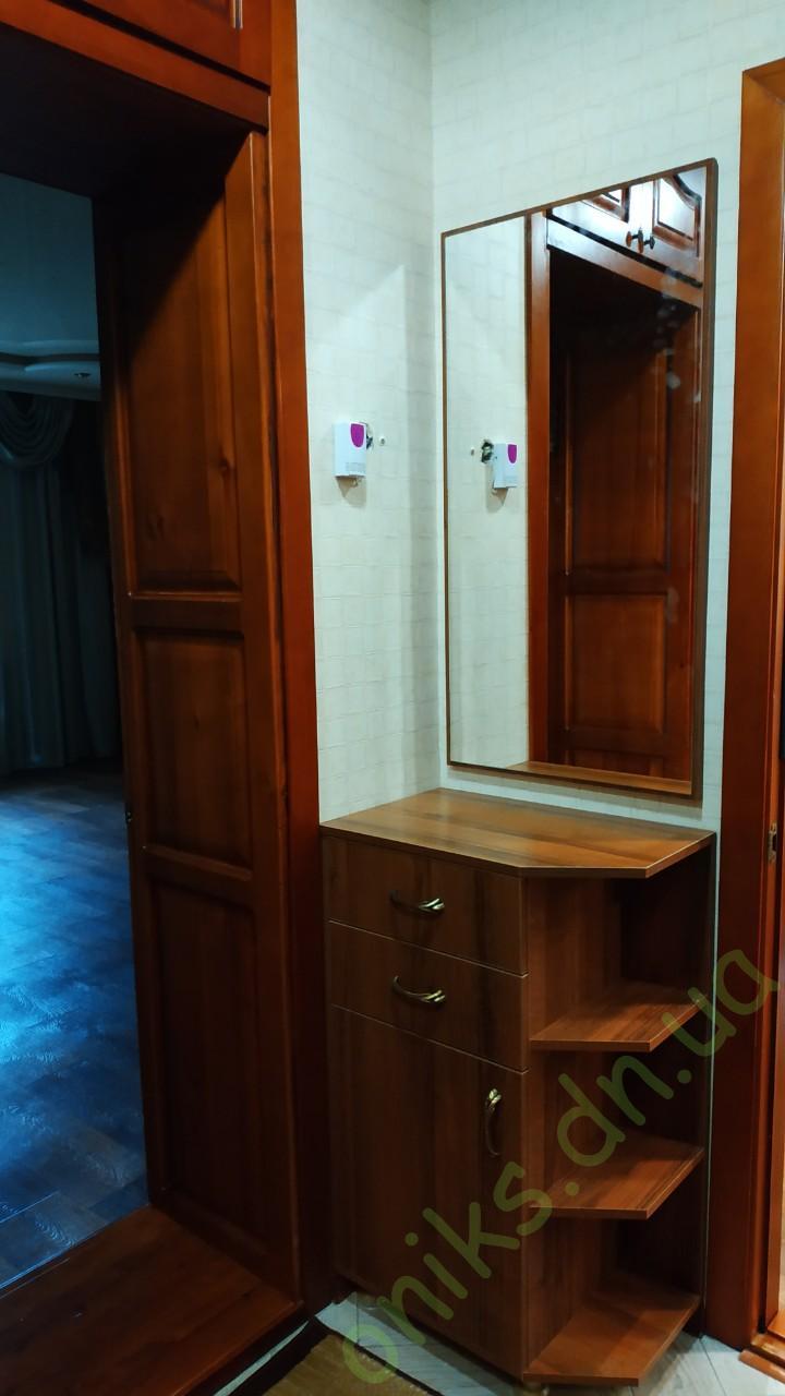 Купитьтумбу с зеркалом для прихожей в Донецке