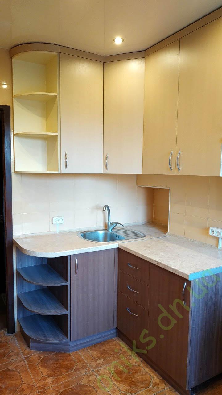 Купить угловую комбинированную кухню с увеличенными верхними шкафами в Донецке