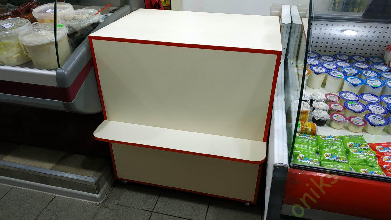Купить прилавок продавца с выдвижными ящиками и полкой для покупателя в Донецке