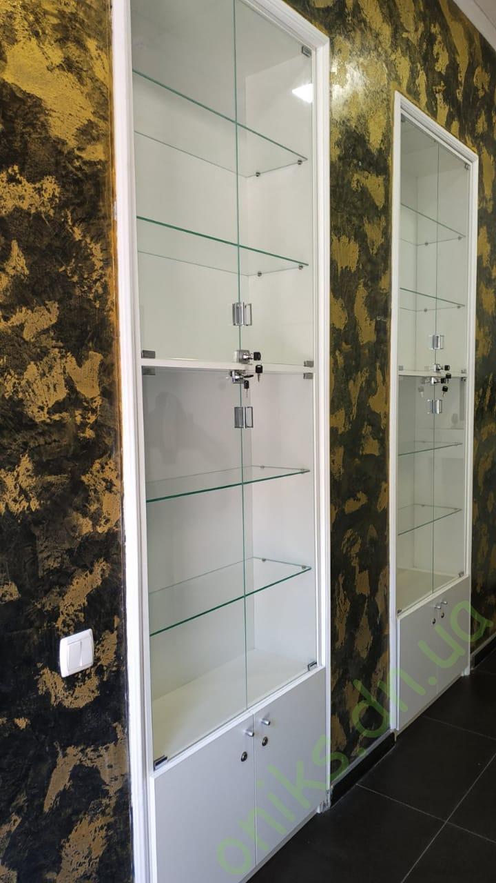 Купить торговую витрину со стеклянными фасадами в Донецке