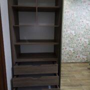 Купить шкаф-купе двухдверный с приставным комодом на четыре ящика и открытыми радиусными полками в Донецке