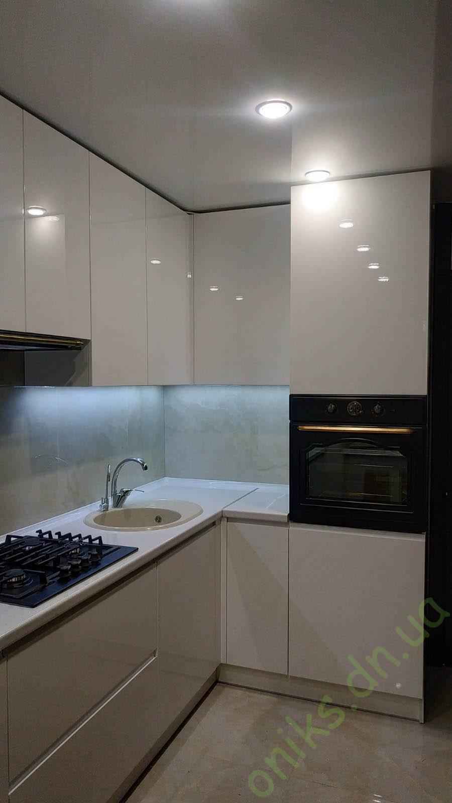Купить кухню угловую с белыми глянцевыми фасадами в Донецке