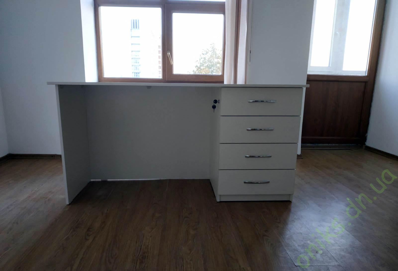 Купить стол письменный однотумбовый с четырьмя выдвижными ящиками в Донецке