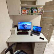 Купить стол письменный с мобильной тумбой и подвесной полкой в Донецке