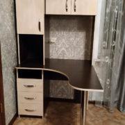 Угловой стол с верхними шкафчиками в Донецке